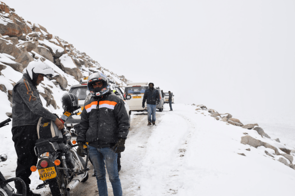 Ladakh Motorcycle Trip - Changla Pass in snow